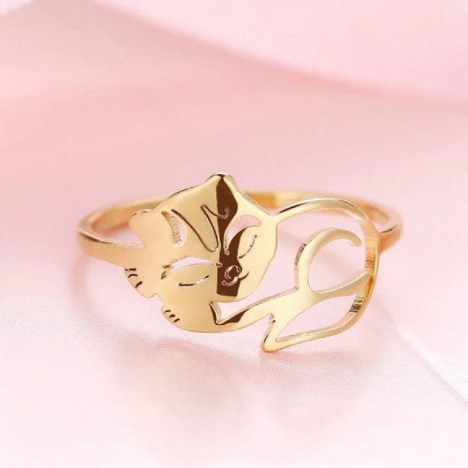 Bague chat endormi couleur or.