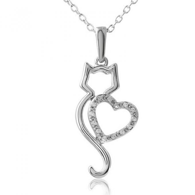 collier chat et son coeur scintillant